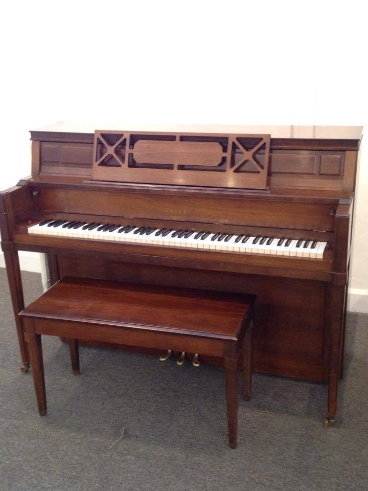 Yamaha 43 console wells pianos for Yamaha console piano prices