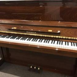 Hailun model 121 Studio Piano in Walnut with music rack down