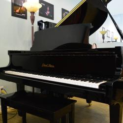 Baby-grand-piano-in-excellent-condition