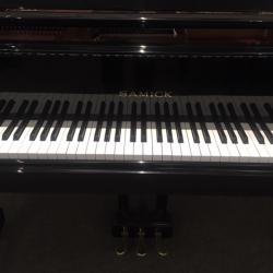 Samick SG-150 ebony polish baby grand fallboard