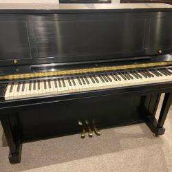 Steinway Model 1098 Studio Piano Front Photo