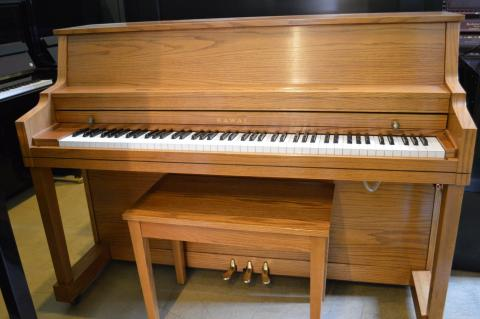 Kawai model 502-S console piano in very good condition.