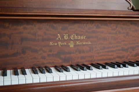 "A.B.Chase 6'1"" Grand piano"